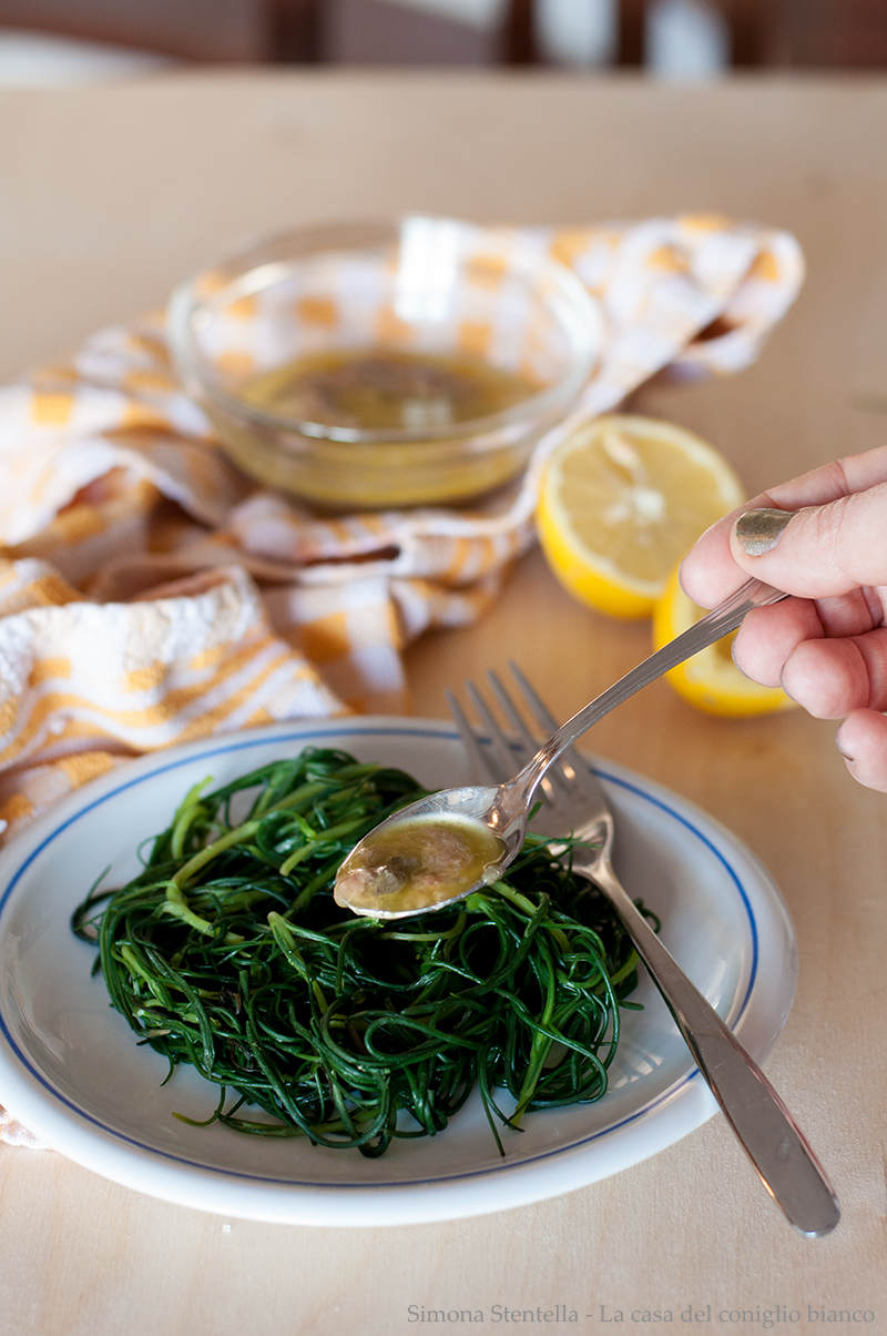 Agretti con salsa di acciughe e limone
