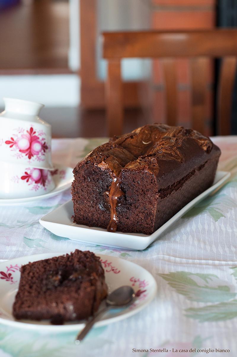Torta al cacao, crema di nocciole e marsh-mallow verticale